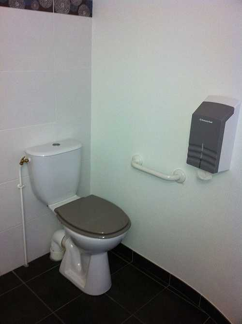 """Chambre """" PMR """" - Meilleur prix garanti chambrehandicape005"""